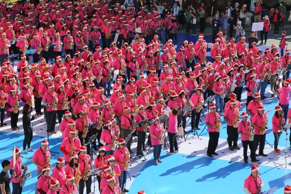 千人薩克斯風齊聚台中 邀請民眾參加台灣燈會。(記者高秋敏翻攝)