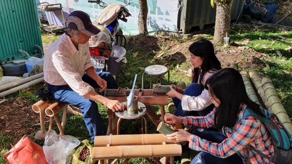 慶冬至創新體驗 大雪山休閒農業區看駿馬、搓湯圓。(記者劉秝娟翻攝)