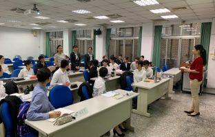 熱情迎賓! 2020台灣燈會培訓50位禮賓大使。(記者白信東翻攝)