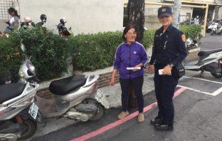 虛驚一場!婦人機車遭竊 警5分鐘迅速尋回 原來是記錯了。(記者張文晃翻攝)