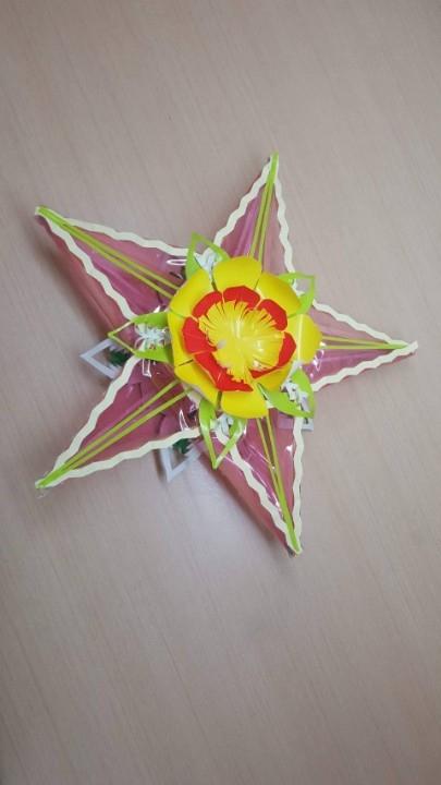 越南傳統星星型手工燈籠。(記者陳信宏翻攝)
