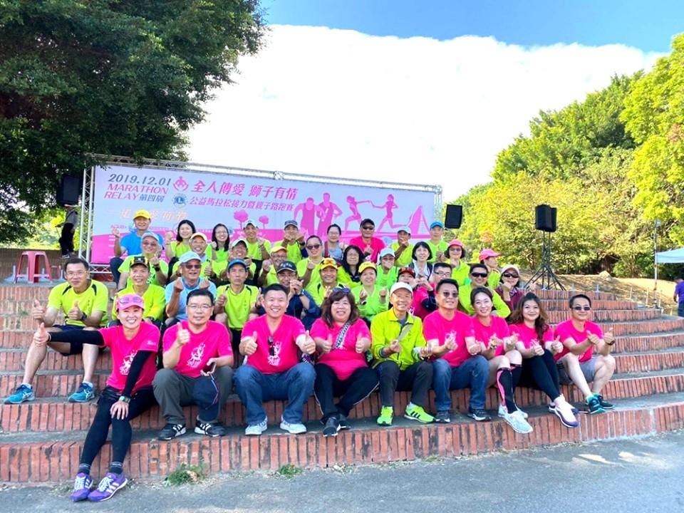 圖:全人家長會長協會理事長陳昭舒(前排左四)盼透過全人的協助,發揮社會共好的良善影響力/翻攝照片