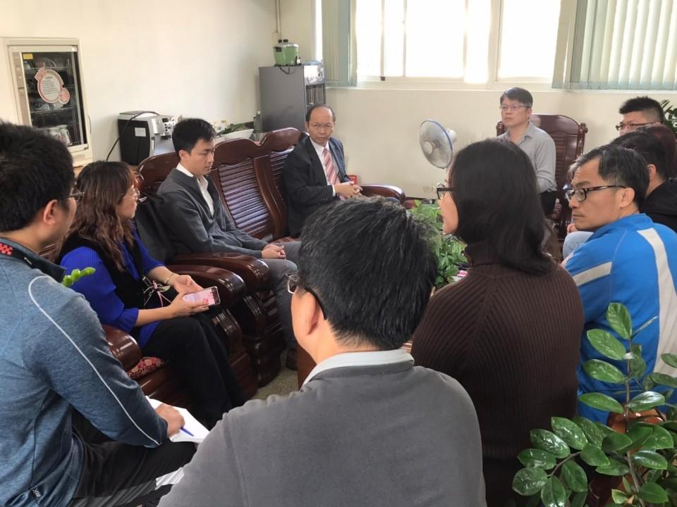 中市國中霸凌事件 教育局長關心慰問學生。(記者高秋敏翻攝)