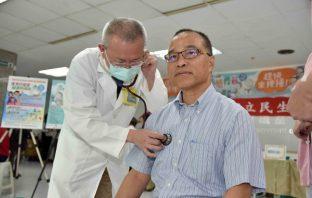 流感疫情升溫 葉匡時帶頭呼籲全民一起打疫苗。(記者張文晃翻攝)