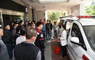 縣府強化救護車人員防護訓練 因應肺炎疫情。(記者張光雄翻攝)