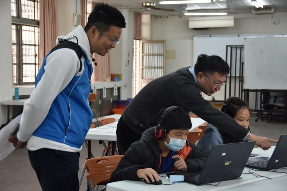 善用數位平台資源 居家防疫學習不中斷。(記者張越安翻攝)