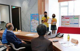 韓國瑜關心補習班防疫情形 高標準守護孩童健康。(記者潘嵩仁翻攝)
