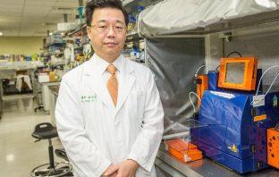 中國醫藥大學生物醫學研究所教授徐偉成醫師榮獲2020年科技部『傑出研究獎』殊榮。(記者高秋敏翻攝)