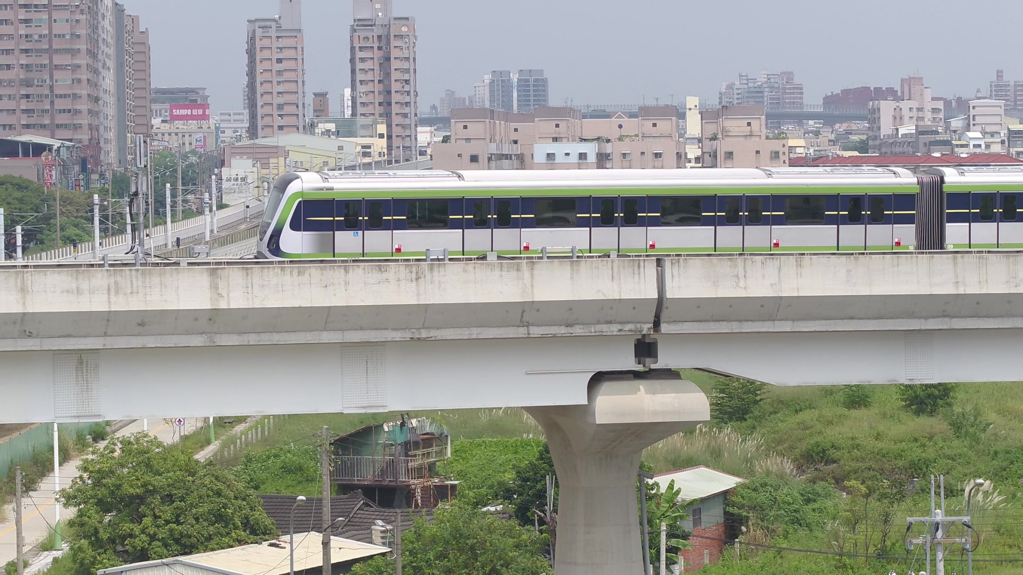 台中捷運綠線將於年底通車,因應未來營運所需,台中捷運公司公開招募基層主管及中階幕僚共42人。(記者高秋敏翻攝)
