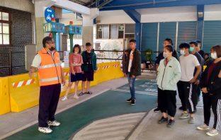 旗山監理站4月11日舉辦假日門市機車考照。(記者張文晃翻攝)