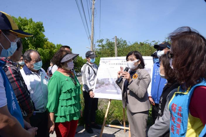 張縣長會勘光復路(雲218線) 道路拓寬及排水改善工程。(記者張達雄攝影)