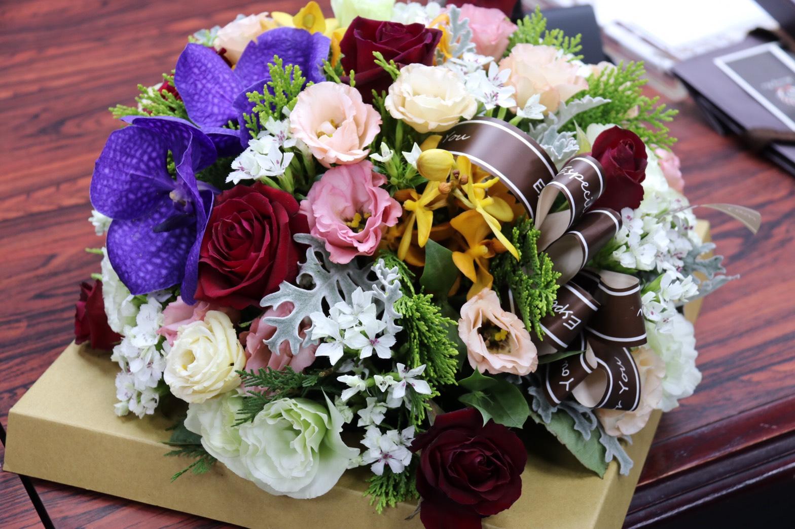 用花傳幸福 花獻有您真好。(記者張光雄翻攝)