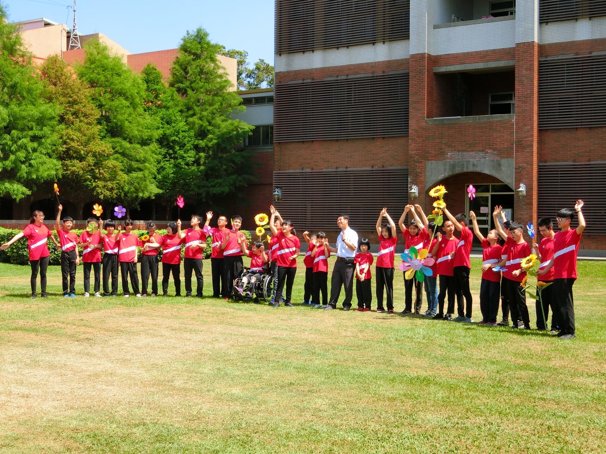 惠明盲校感謝MV 用歌聲向防疫人員致敬。(記者陳信宏翻攝)