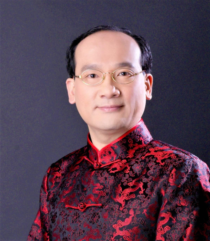 社團法人台中市名門命理教育協會創會理事長楊登嵙教授