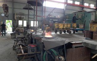 烏日鑄造廠違法運作 中市府依法處144萬元罰鍰。(記者白信東翻攝)
