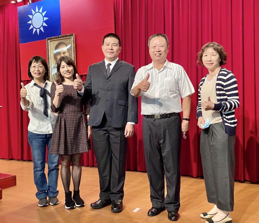 彰化榮家家主任史浩誠(右二)率同仁前往表揚大會觀禮