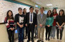 洪明奇校長(左三)帶領的抗冠科研團隊表現亮眼。