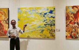 畫家吳盈著在台中市大墩文化中心畫展。(葉志雲攝)