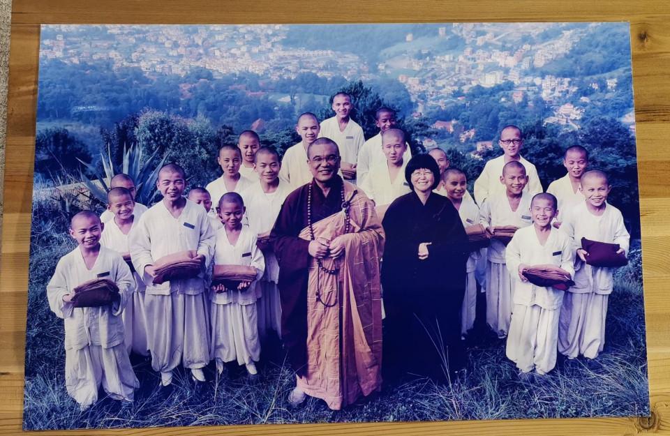 菩薩寺住持慧光法師進入尼泊爾山區開辦菩薩沙彌學院。