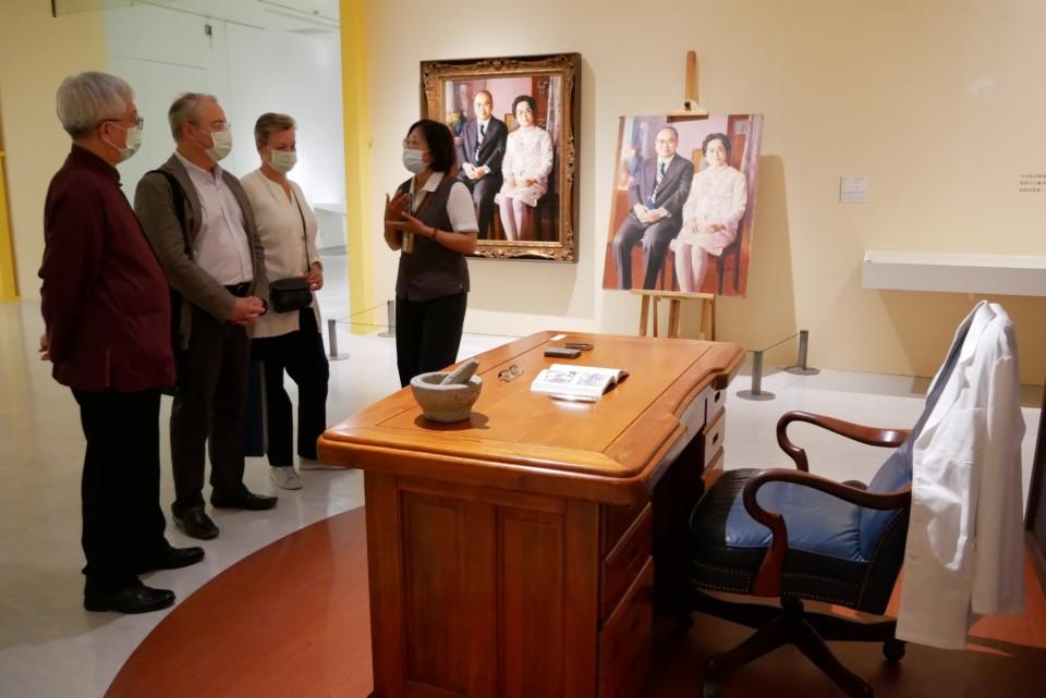 俄羅斯駐台代表白樂賢伉儷至國美館參訪