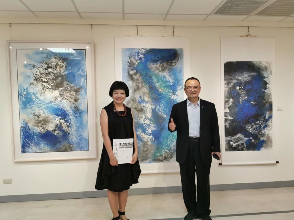 文化部政務次長蕭宗煌(右)到場為江心靜道賀