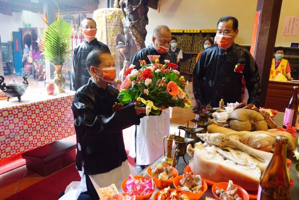 萬和宮恭祝媽祖聖誕三獻禮祭典,由蕭董事長主祭