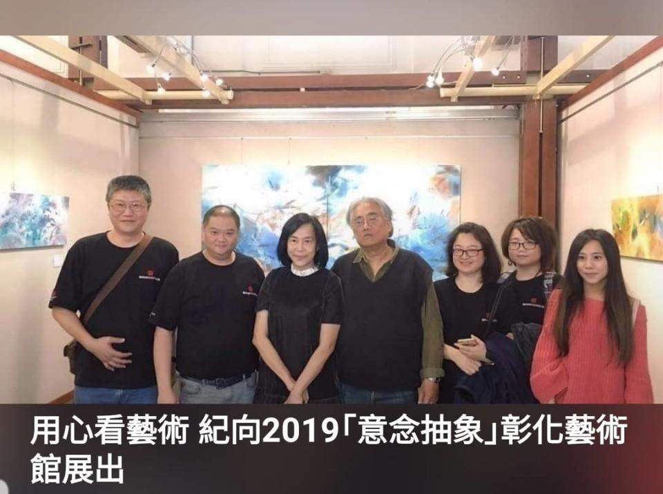 賴慕芬-(左三)與知名藝術家紀向(中)